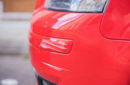 Auto Schaden Lack Kratzer Stostange